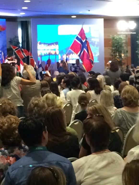 Åpningsseremoni med flagg fra alle deltakerland