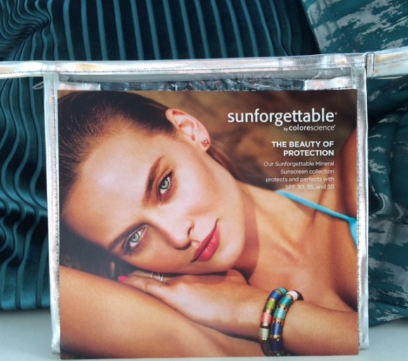 Sunforgettable Sun Travel Kit i praktisk toalettmappe
